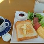 バヴァルデ - 料理写真:モーニングセット コーヒー
