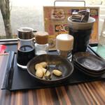 林家 - テーブルにある調味料