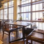龍徳翅 - テーブル席