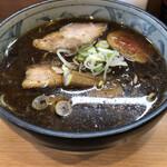 kogashinegira-mennegijirou - 醤油ラーメン700円。表面にはしっかり油が膜を張っていて、アッツアツです。