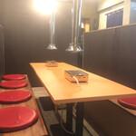 金沢文庫 肉汁センター - 普段は3~4名様をご案内。仕切りをはずせば10名様まで宴会もOK!