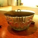 御料理 伊とう - ≪8月≫水もの。この大きなガラスの器は、6月に伺った時に、棚に飾ってありました。