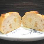 箱根ベーカリー - くるみパン 断面