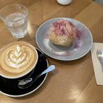 KINGLY COFFEE - 料理写真:カフェラテ ブルーベリーのマフィン