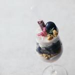 Sweets Bar 足跡 - ブドウのパフェ ワインのイメージで