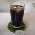 パン・アメリカンホットドッグコーナー - これまたなんともレトロなアイスコーヒー(380円)