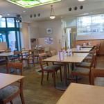 レストラン ル・ブラン - 明るい店内