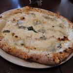 Pizzeria Geco - クワトロフォルマッジョ