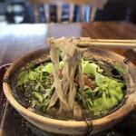 台所 ようは - ◆麺は平打ち麺で不揃いなので、多分自家製。 スープに絡みやすい麺ですね。