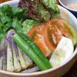 蕎喜 - サラダそば 1,050円    蕎喜オリジナルのゴマだれで頂くヘルシーメニュー♪