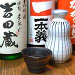 蕎喜 - お店で取り扱っている日本酒です。左から「吉田蔵」、「一本義」、「加賀鳶」です。熱燗でどうぞ。