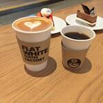 フラット ホワイト コーヒー ファクトリー - ラテ、本日の珈琲