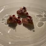 Le Temps Perdu - ヤイト鰹の藁炙り、ビーツソース