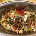 バンデルオーラ - スズキ オレンジとボロネギ カターニャ風オーブン焼き
