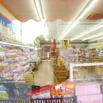 ミート&フーズ旭屋 - 店の一番奥の精肉コーナーで購入