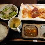 seinikuoroshidonyachokueiesakayakinikuhorumonnikushougyuujirou - ホルモンセット(1000円)