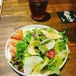 ビストロ カリテプリ - サラダとアイスティー