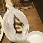 ソプラッチリア - しいたけの紙包み焼き