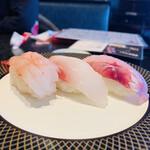 金沢まいもん寿司 - 590円:本日の3貫(甘海老、ホウボウ、真鯛)