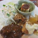 ジャックと豆の樹 - 料理写真:Aランチ:ハンバーグ&サーモンフライ