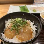 魚食処 一豊 - 薬味をトッピング