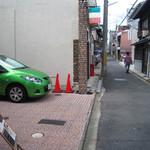 カフェマノワール - 細ーい路地