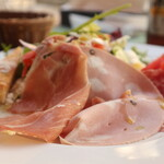 タンタ ローバ - イタリア産ハム3種のサラダ サイドから