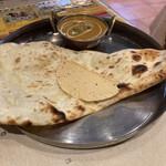 インドラ マハール - Aセットチキンカレーとナン