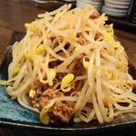 肉汁餃子のダンダダン - やや辛い肉味噌もやし380円