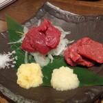 肉汁餃子のダンダダン - 本日の馬刺し2種盛り980円を赤身・トロで