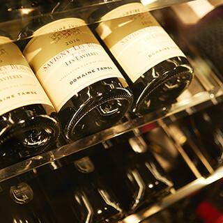 選りすぐりのワインを直接仕入れ。ソムリエがご提案いたします