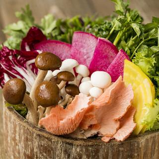 常時20~30種類の国産野菜がお代わり自由