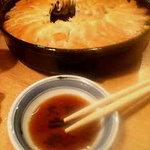 """鉄なべ - 料理写真:看板メニューの鉄なべ餃子は、焼きたてそのままの""""鉄なべ""""でテーブルへ!"""