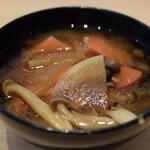 自然野菜レストラン 駒込 ナーリッシュ - 昼はお代わり自由の味噌汁