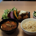 自然野菜レストラン 駒込 ナーリッシュ - ベジチキン南蛮をナーリッシュセットで 1980円(税抜)