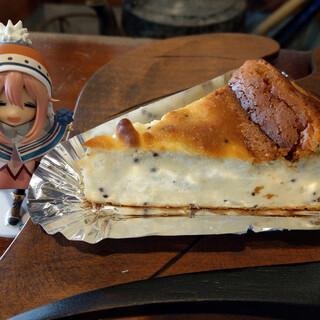 古民家カフェ鍵屋 - 料理写真:えごまチーズケーキ~☆