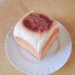 ル・ミトロン食パン - パンの上にケシの実