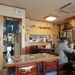 平成食堂 - 右奥はカウンター席になっています