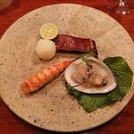 146712385 - マナガツオのトマト味噌漬け、車海老と蛤と共に