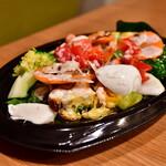アズーリ - 【Uber Eats利用】10品目の野菜たっぷりサラダ@1,070円