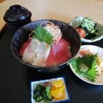 旬彩和創 清水亭 - 天草産鯛とマグロの二色海鮮丼(1200円)