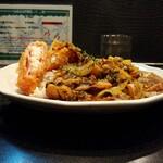 146722693 - 牛肉と高菜、ポテトの炒めカレー・ハムサラダコロッケ増し