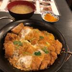 赤札屋 - チキンカツ煮定食