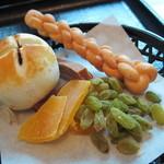 14673020 - お茶請けセットの中国菓子 12.05.04.