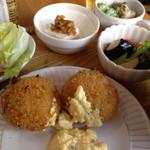 14673655 - サーモンとほうれん草のクリームコロッケの「こだわり定食」(1,190円)