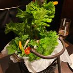 花様 - バスケットの中にフレッシュなお野菜がぎっしり!!お野菜がお好きな人いらっしゃーいヽ(*^ω^*)ノ