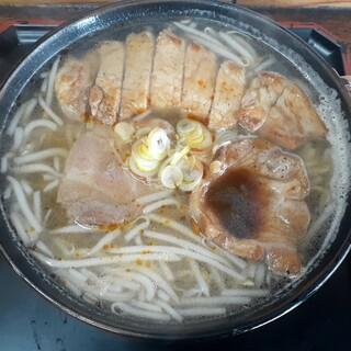 園食堂 - 料理写真:肉タンメン(800円也) ほとんどの人が注文する人気の一品!
