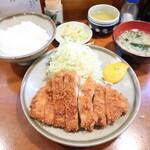 大吉 - 料理写真:ロースカツ定食(ご飯、みそ汁、お新香付き):900円