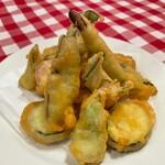 山菜のベニエ ホタルイカのソース