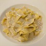 ペントリーノ - 料理写真:きのこペーストのクリームソースパスタ